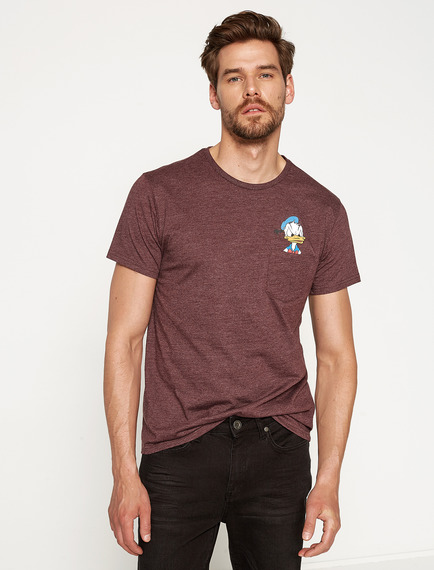 koton-koton-erkek-disney-baskili-t-shirt-bordo-7YAM11712CK480-4709